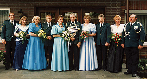 Thron1988-1989_Chronik-Hemsen_Innenteil_RZ_2012-04