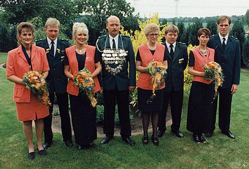 Thron1995-1996_Chronik-Hemsen_Innenteil_RZ_2012-04