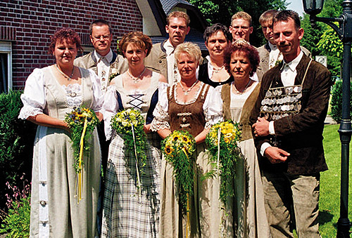 Thron2002-2003_Chronik-Hemsen_Innenteil_RZ_2012-04