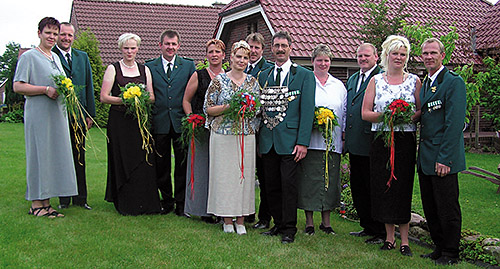 Thron2004-2005_Chronik-Hemsen_Innenteil_RZ_2012-04